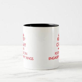 Gardez le calme et le foyer sur des BAGUES DE FIAN Tasse À Café