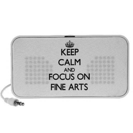 Gardez le calme et le foyer sur des beaux-arts haut-parleur notebook