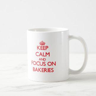 Gardez le calme et le foyer sur des boulangeries tasse