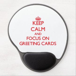 Gardez le calme et le foyer sur des cartes de voeu