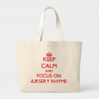 Gardez le calme et le foyer sur des comptines sac