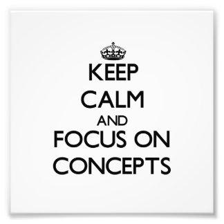 Gardez le calme et le foyer sur des concepts