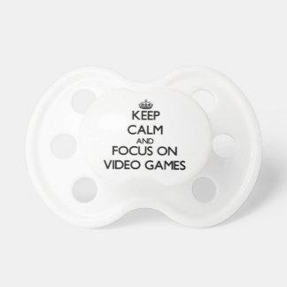 Gardez le calme et le foyer sur des jeux vidéo sucettes pour bébé