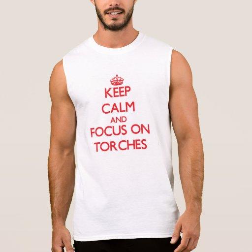 Gardez le calme et le foyer sur des torches t-shirts sans manches