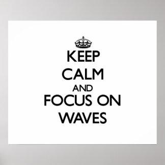 Gardez le calme et le foyer sur des vagues