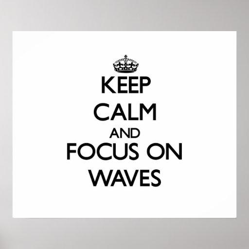 Gardez le calme et le foyer sur des vagues affiche
