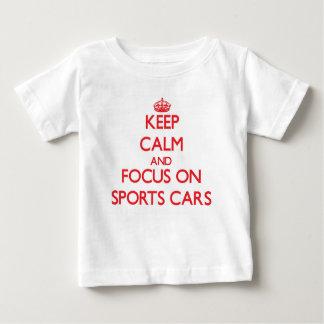 Gardez le calme et le foyer sur des voitures de t shirts