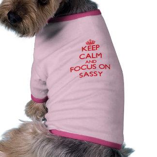 Gardez le calme et le foyer sur impertinent t-shirts pour chien