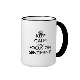 Gardez le calme et le foyer sur le sentiment tasse à café