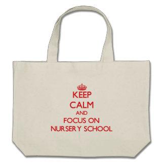 Gardez le calme et le foyer sur l'école maternelle