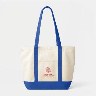 Gardez le calme et le foyer sur l'école maternelle sac fourre-tout