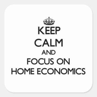 Gardez le calme et le foyer sur les économie sticker carré