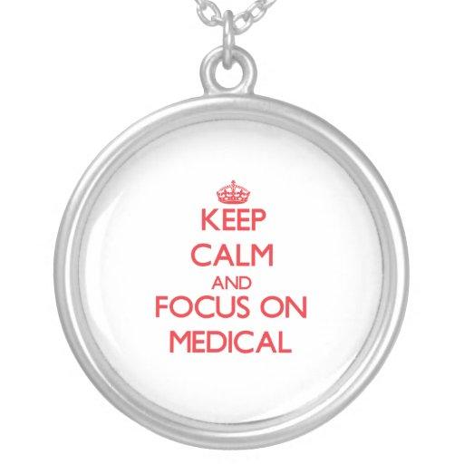 Gardez le calme et le foyer sur médical colliers personnalisés
