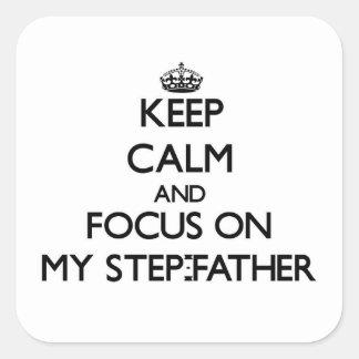 Gardez le calme et le foyer sur mon beau-père sticker carré