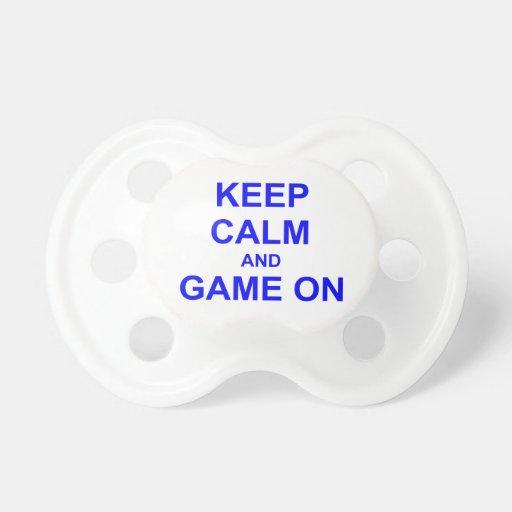Gardez le calme et le jeu sur le noir bleu gris tétine pour bébé