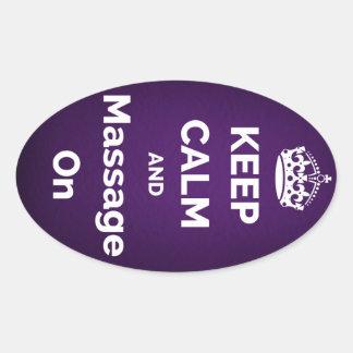 Gardez le calme et le massage sur le pourpre sticker ovale