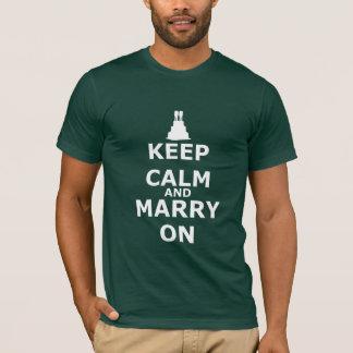 Gardez le calme et mariez sur des mariés t-shirt