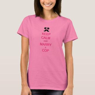 Gardez le calme et mariez une pièce en t de femmes t-shirt