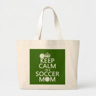Gardez le calme que je suis une maman du football  sacs en toile