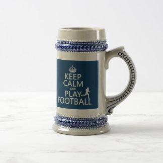 Gardez le football de calme et de jeu (la couleur  tasse