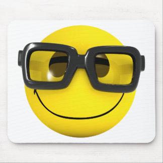 geek 3d nerd souriant tapis de souris
