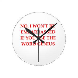 GENIUS ROUND CLOCK