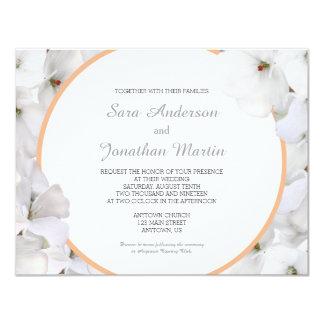 Géranium blanc et mariage d'accent coloré par carton d'invitation 10,79 cm x 13,97 cm