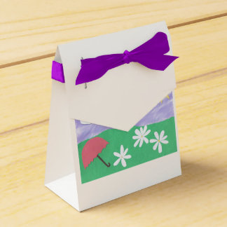 Gift Box with Scene of Daisies, sunshine and Grass