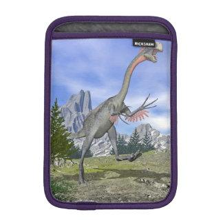 Gigantoraptor dinosaur running - 3D render iPad Mini Sleeve