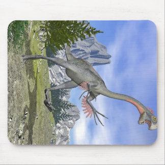 Gigantoraptor dinosaur running - 3D render Mouse Pad