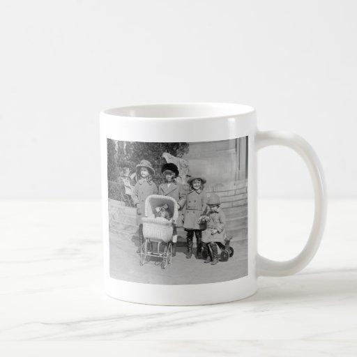 Girls Day Out, 1922 Coffee Mugs
