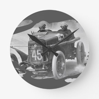 Giuseppe on route 1922 round clock