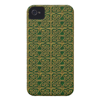 Gold And Green Connected Ovals Celtic Pattern Case-Mate iPhone 4 Cases