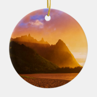 Golden beach sunset, Hawaii Round Ceramic Ornament