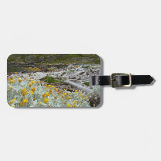 Golden blooms of cold luggage tag