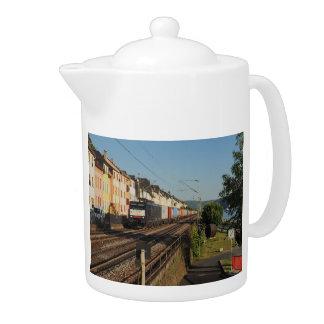 Goods train in Lorchhausen on the Rhine