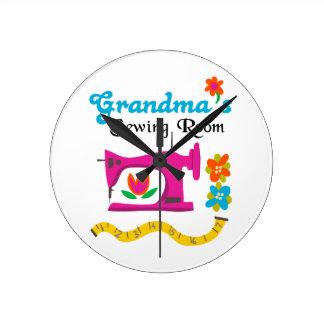 GRANDMAS SEWING ROOM ROUND CLOCK