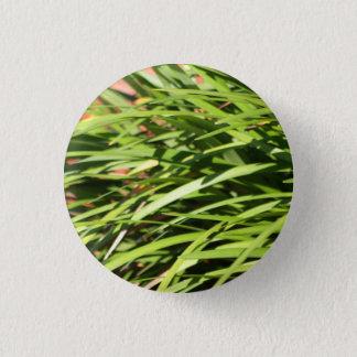 Grassy pin