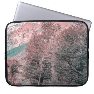 Gravel Empty Road - Parque Nacional Los Glaciares Laptop Sleeve