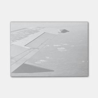 grayscale airplane wings post-it notes