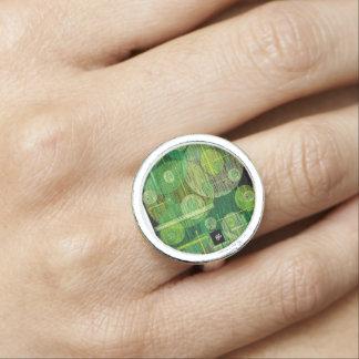 green circle photo ring