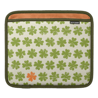 Green Four-leaf Clover Pattern iPad Sleeve