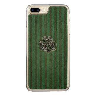 Green grundge trendy Irish lucky shamrock Carved iPhone 8 Plus/7 Plus Case