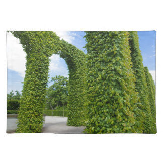 Green leaves arches placemat