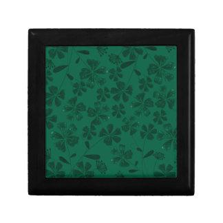 green lflowers gift box