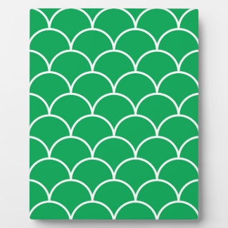 Green scales pattern plaque