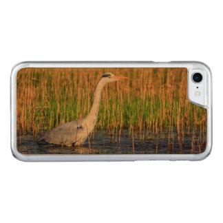 Grey heron, ardea cinerea, in a pond carved iPhone 8/7 case