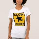 Grosse parodie de plaque de rue d'enfant d'enfants t-shirts