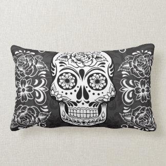 Grunge gothique blanche de sucre de noir décoratif oreiller
