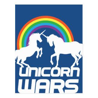 Guerres de licorne avec l'arc-en-ciel carte postale